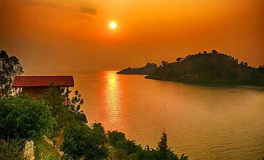 GUIDE ON LAKE KIVU