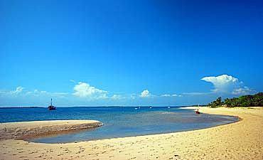 LAMU BEACH GUIDE