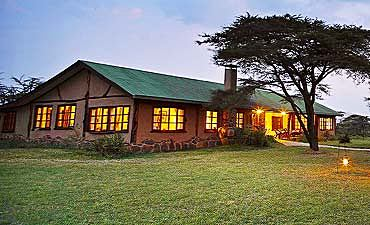 MARA TOPI BUSH HOUSE