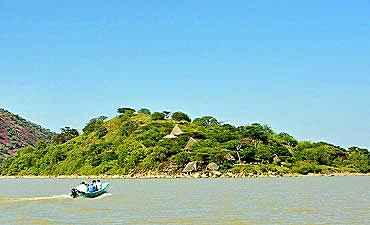 SAFARI & TOUR IN LAKE BARINGO