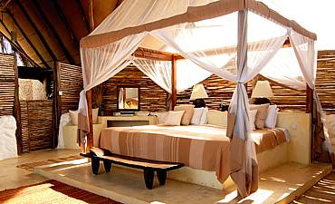 SAND RIVER SELOUS ACCOMMODATION