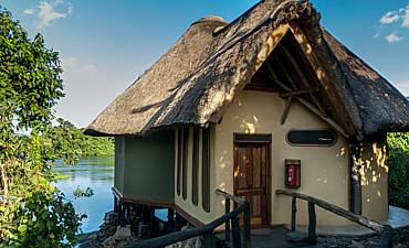 WHERE & BEST PLACES TO STAY IN JINJA - NILE RIVER